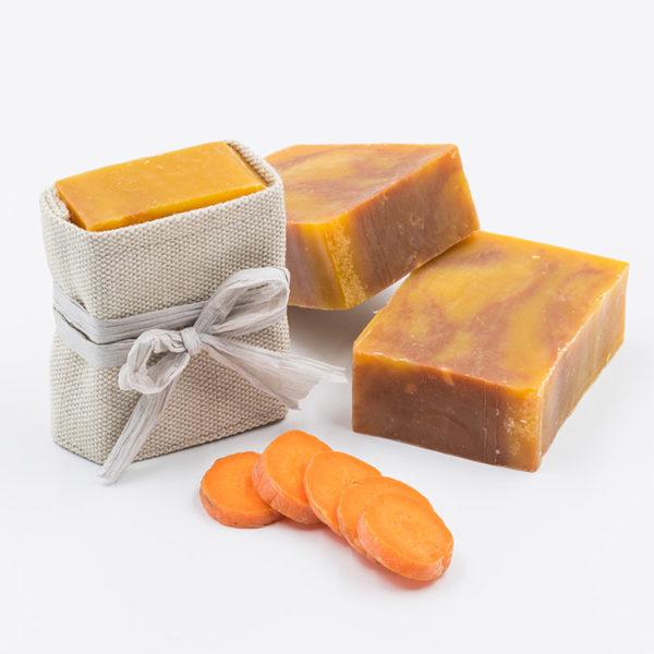 Savon naturel a l argile rouge, la carotte bio et l urucum pour les peaux ternes et fatiguées