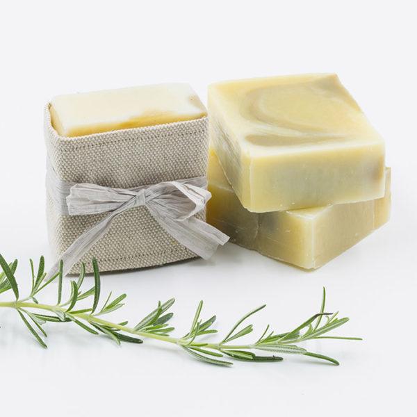 savon shampoing artisanal, saponifié à froid et aux ingrédients naturels et bio